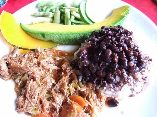 チェ・ゲバラを訪ねて~キューバに行ったらなに食べる?