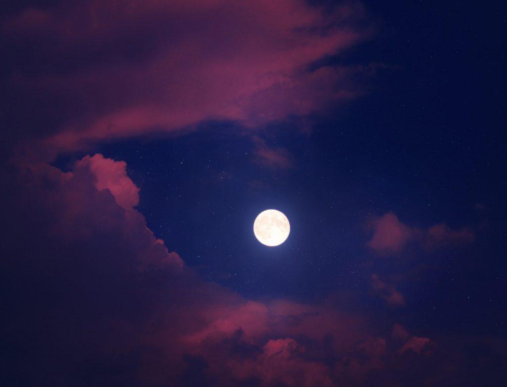2020年満月はいつ?星座別で見る特徴