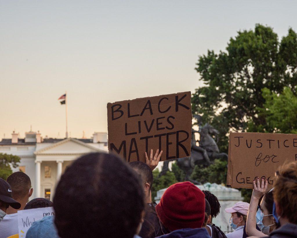 Black Lives Matter発端のジョージ・フロイド事件とは?