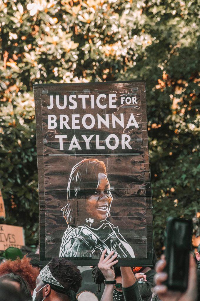 ブレオナさん事件和解へ、「ブレオナ法」も可決
